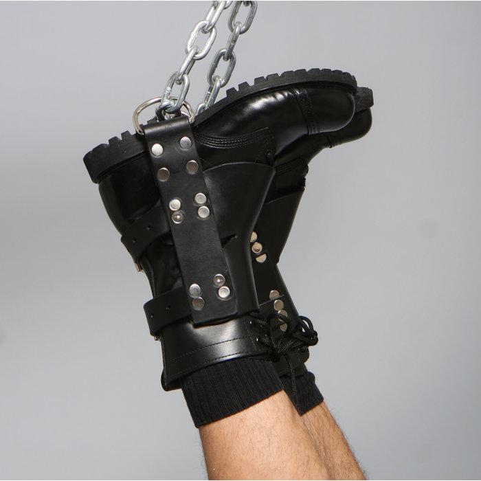 Latigo supension boot restraint