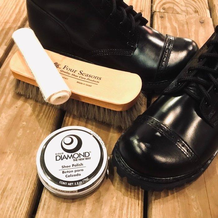 Bootblack kit
