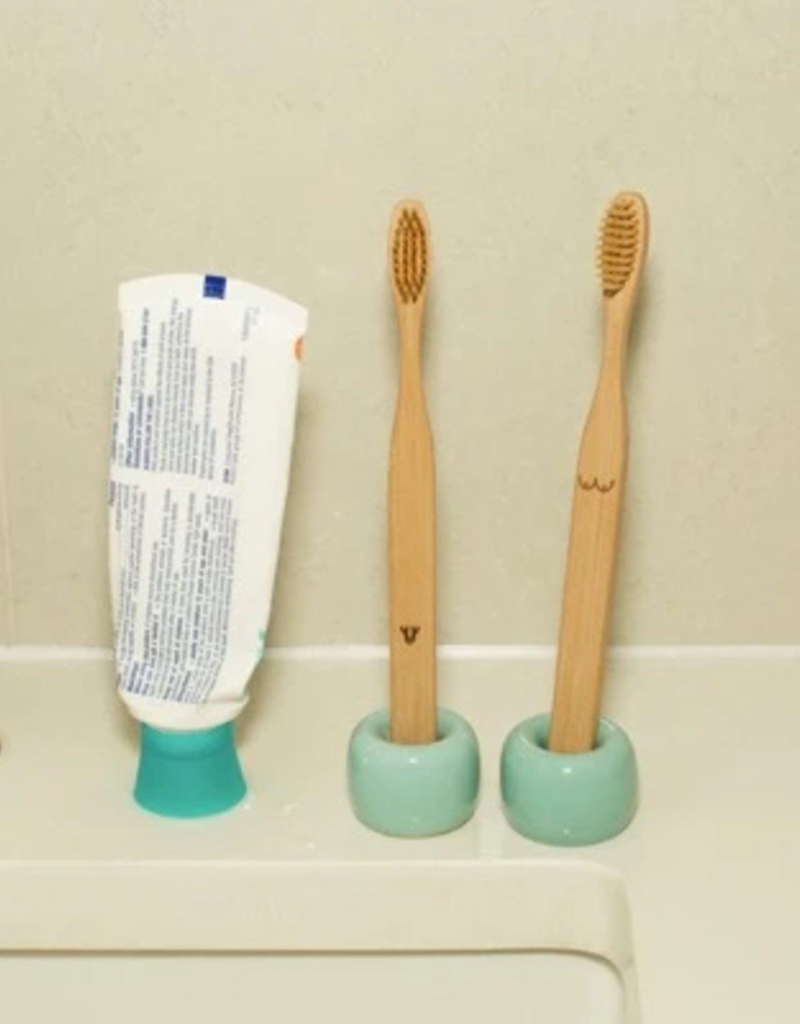 Kikkerland Nudie Bamboo Toothbrush Set