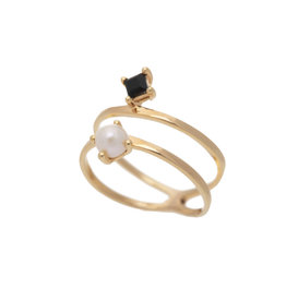 Sarah Mulder Jewelry Gold Cassie Ring - Onyx + Pearl - 7
