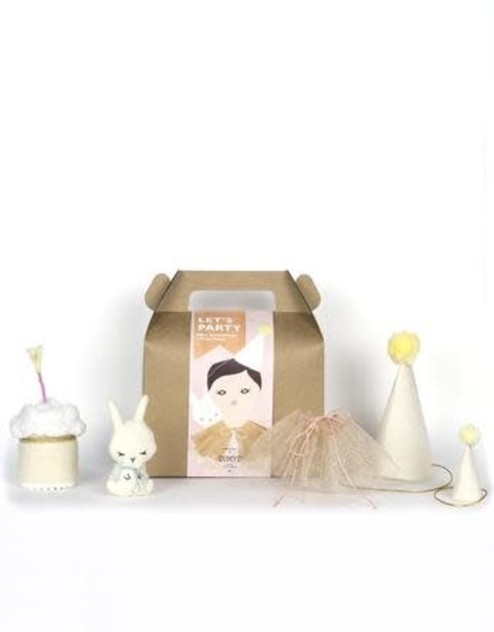 "Dumye ""Let's Party"" - Doll Accessory Kit"