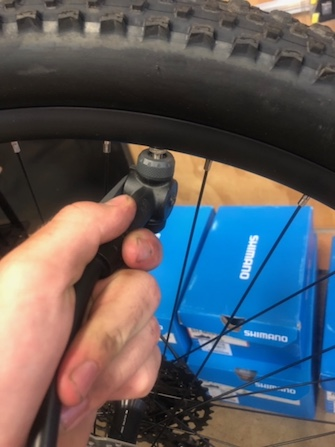 How to pump up inflate a bike tyre inner tube Blue Cycles Darwin P5