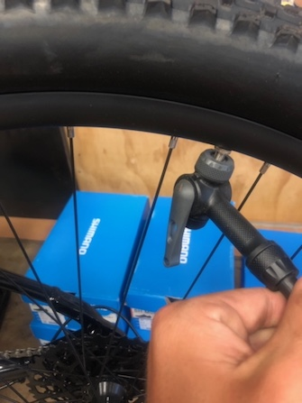 How to pump up inflate a bike tyre inner tube Blue Cycles Darwin P6