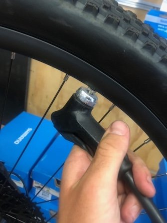 How to pump up a bike tyre