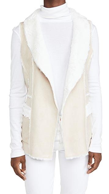 Cupcakes and Cashmere Chrissie Latte Faux Fur Vest
