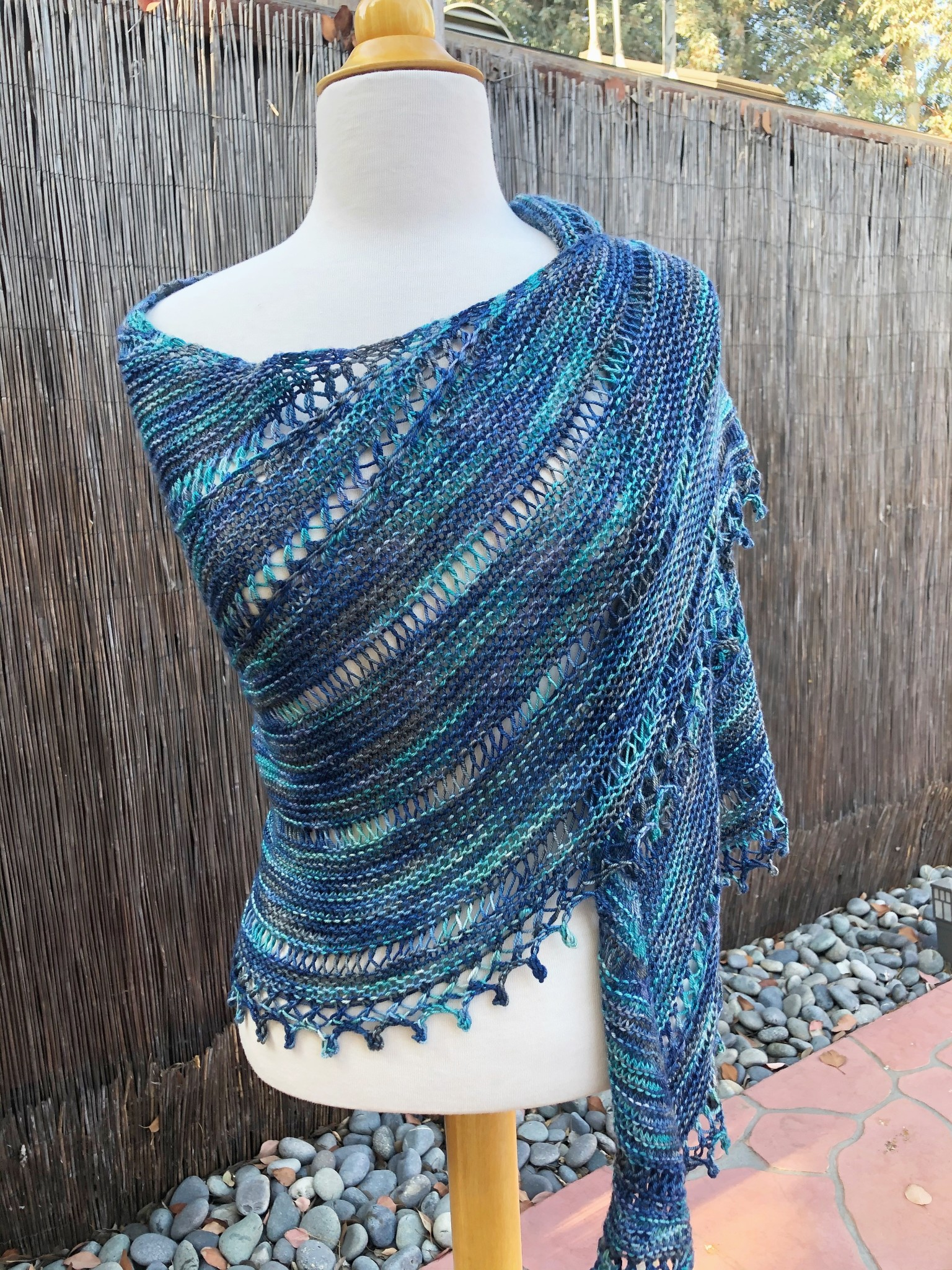 Yarnover Truck Bella Vista Shawl Kit