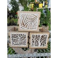 Wood Leaf Square Pot
