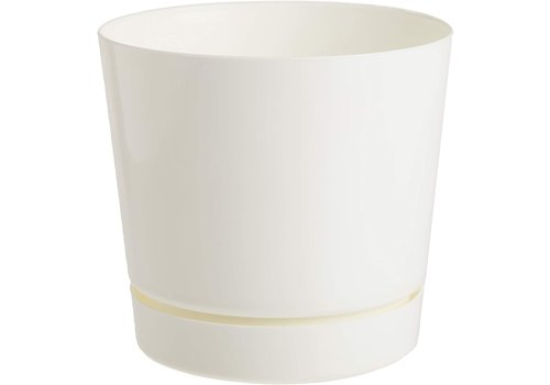 Novelty MFG Co Plastic Planter With Saucer