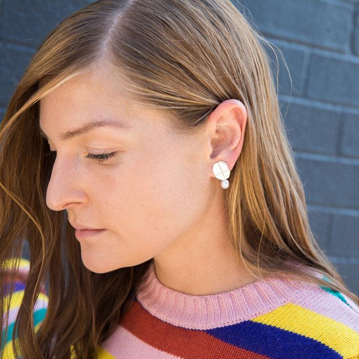 Annie Costello Brown Low Cross Earrings - Silver/Pearl