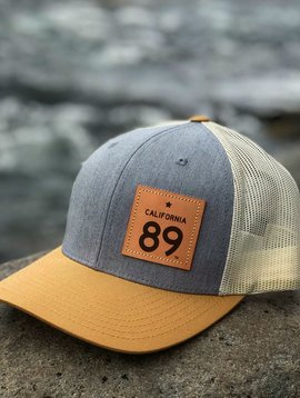 California 89 Capteur Cap - Snapback - White mesh & Grey/Gold Front