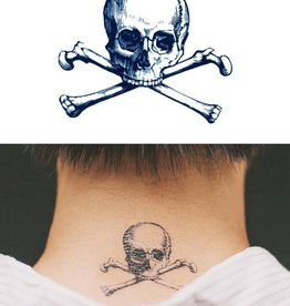 Tattly Cartolina Skull Tattoo