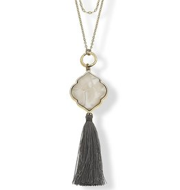 CANVAS VIVIAN LAYERED NECKLACE IN GREY MOTHER OF PEARL RESIN