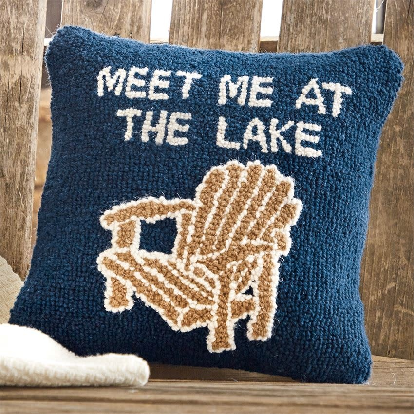 MUD PIE LAKE CHAIR HOOKED PILLOW
