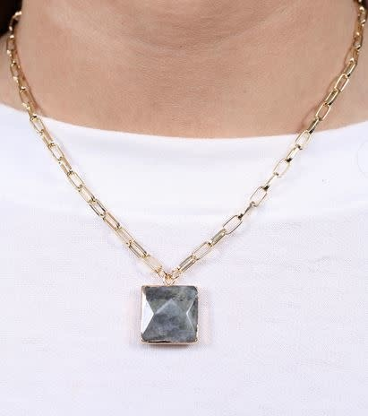 MARGUN LINK NECKLACE W/SQUARE STONE PENDANT