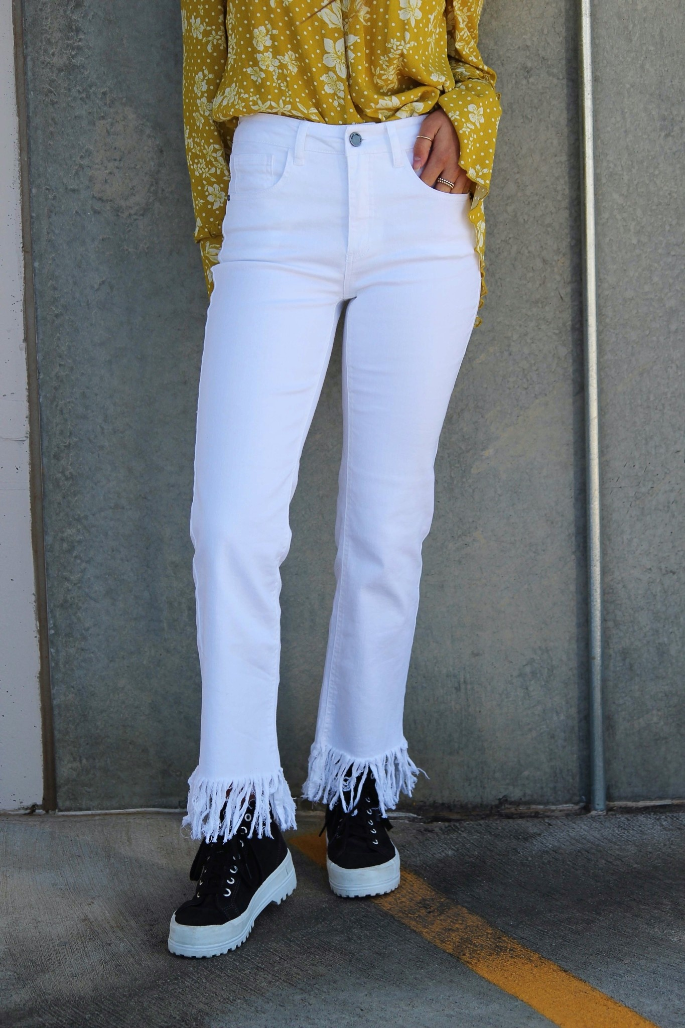 HIGH-WAIST FRINGE WHITE JEANS