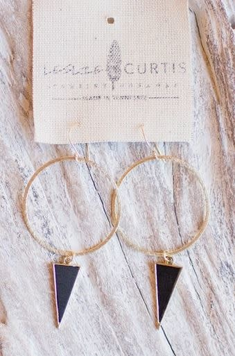 LESLIE CURTIS JEWELRY AVETT GOLD TRIANGLE HOOPS