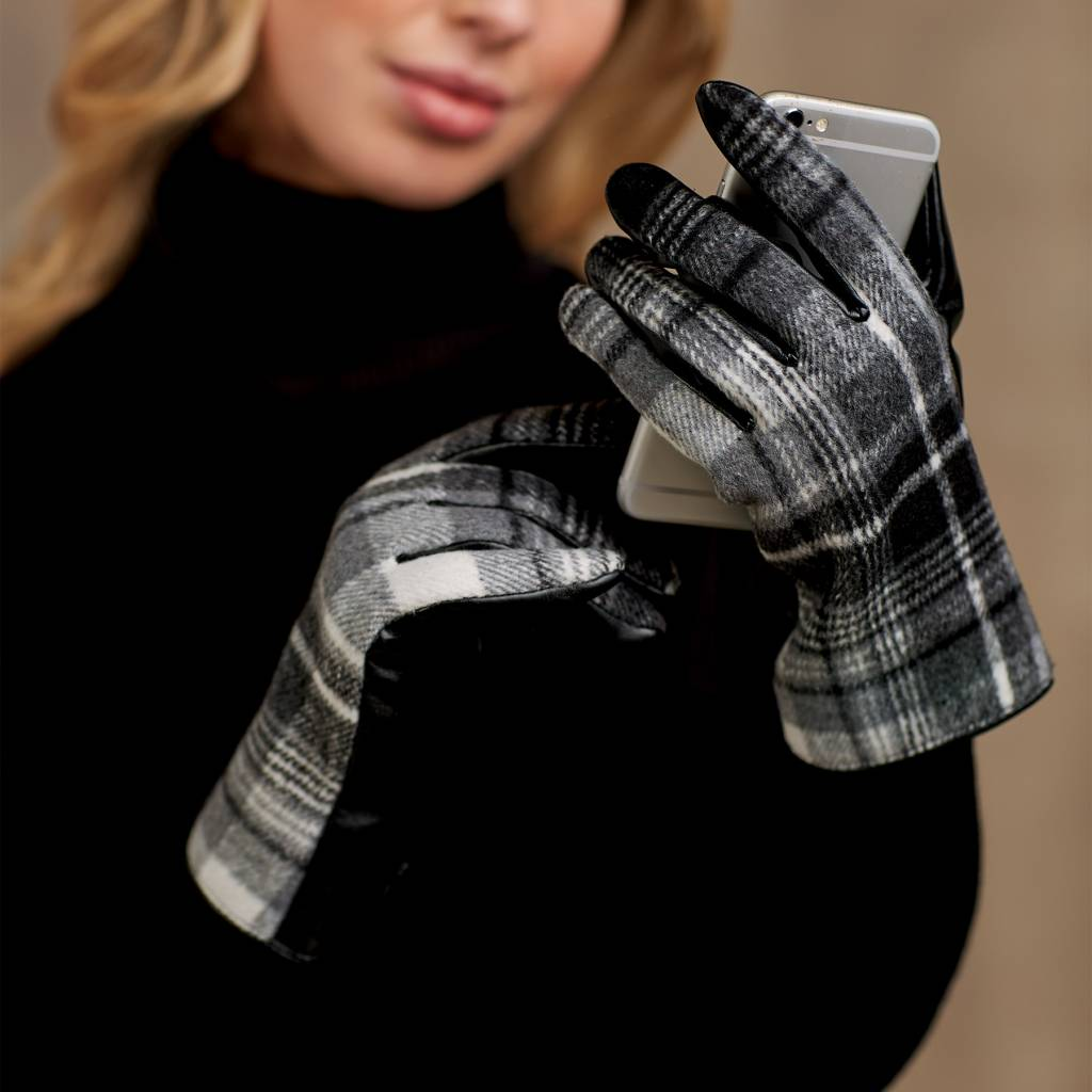 MUD PIE PEARLE PLAID GLOVE