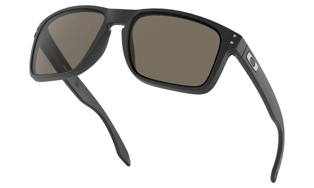 Oakley OAKLEY HOLBROOK XL - MATTE BLACK W/ WARM GREY LIFESTYLE