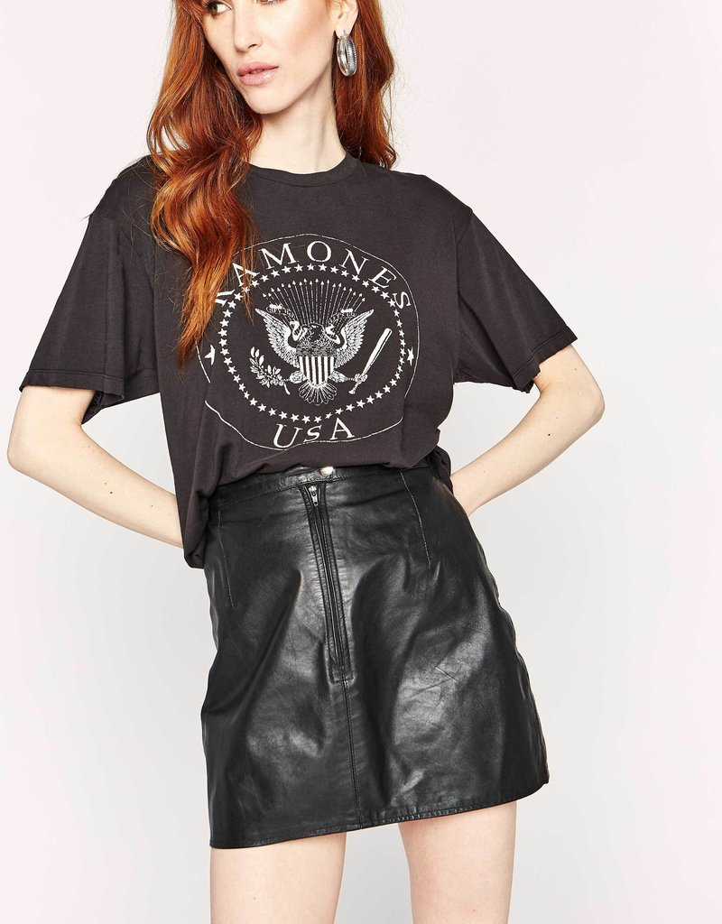 Daydreamer Ramones USA Crest Weekend Tee