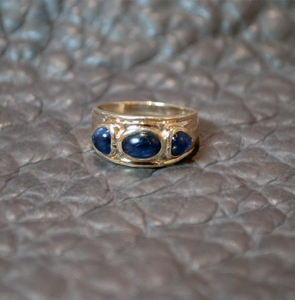 Vintage Cabochon Sapphire Ring
