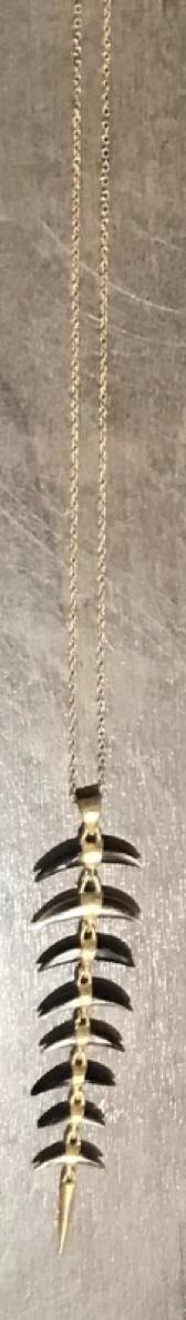 8 Part Black Lip Necklace with Mini Shard Pendant