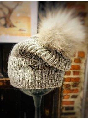 100% Alpaca hat with pompom fur