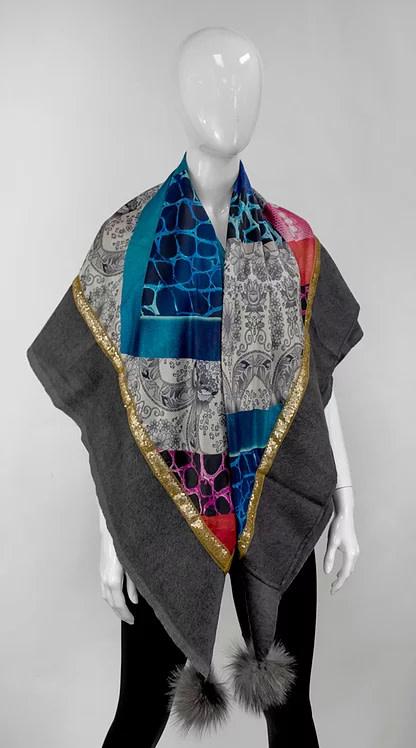 Mitchie's matchings Foulard léger en laine avec satin et pom pom de renard