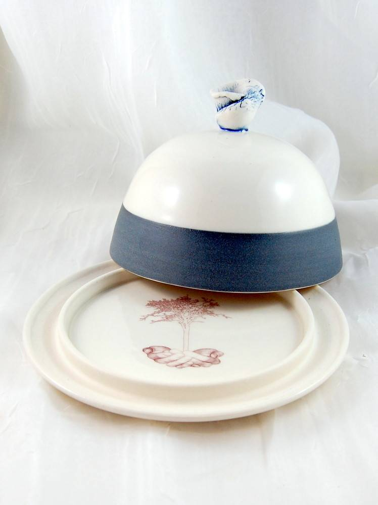 Catherine De Abreu Butter dish Engobe