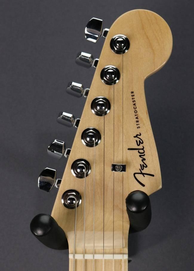 Fender DEMO Fender American Elite Stratocaster - Satin Ice Blue Metallic (204)