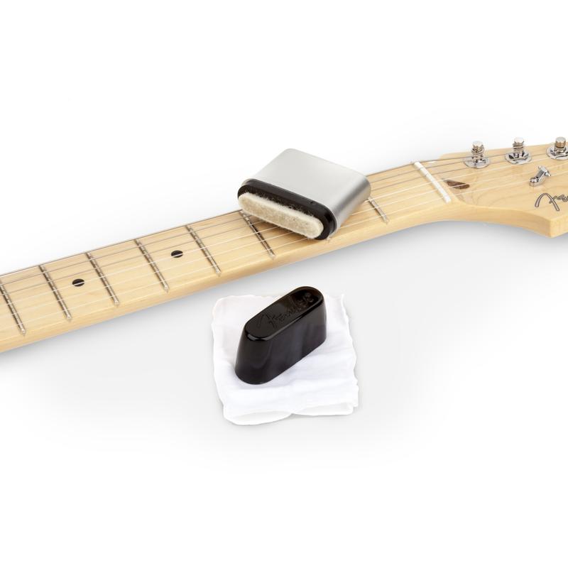 Fender NEW Fender Speed Slick Guitar String Cleaner