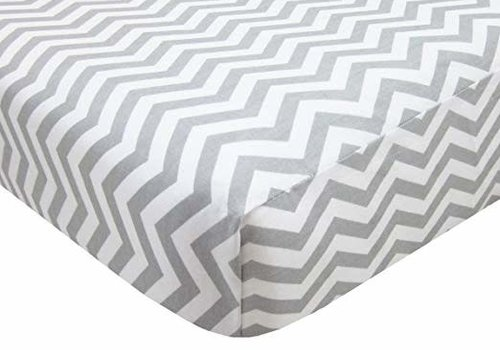 American Baby American Baby Knit Porta Crib Sheet In Grey-Zigzag