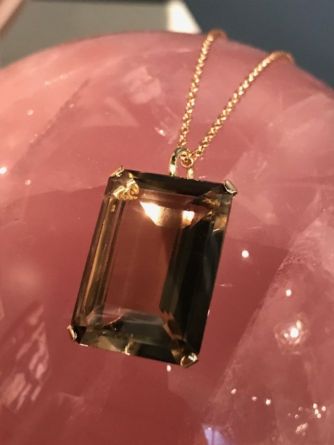Vintage 9ct Yellow Gold and Smokey Quartz Pendant (26.5ct) and 9ct Rose Gold Trace Link Chain c1970