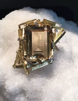 Vintage XL 18ct Yellow Gold,  Quartz and Diamond Brooch - 45.7ct Step Cut Quartz and 5 Round Brilliant Cut Diamonds (5=.35ct G-H/VS) - Total Weight 29g - <br /> c1970