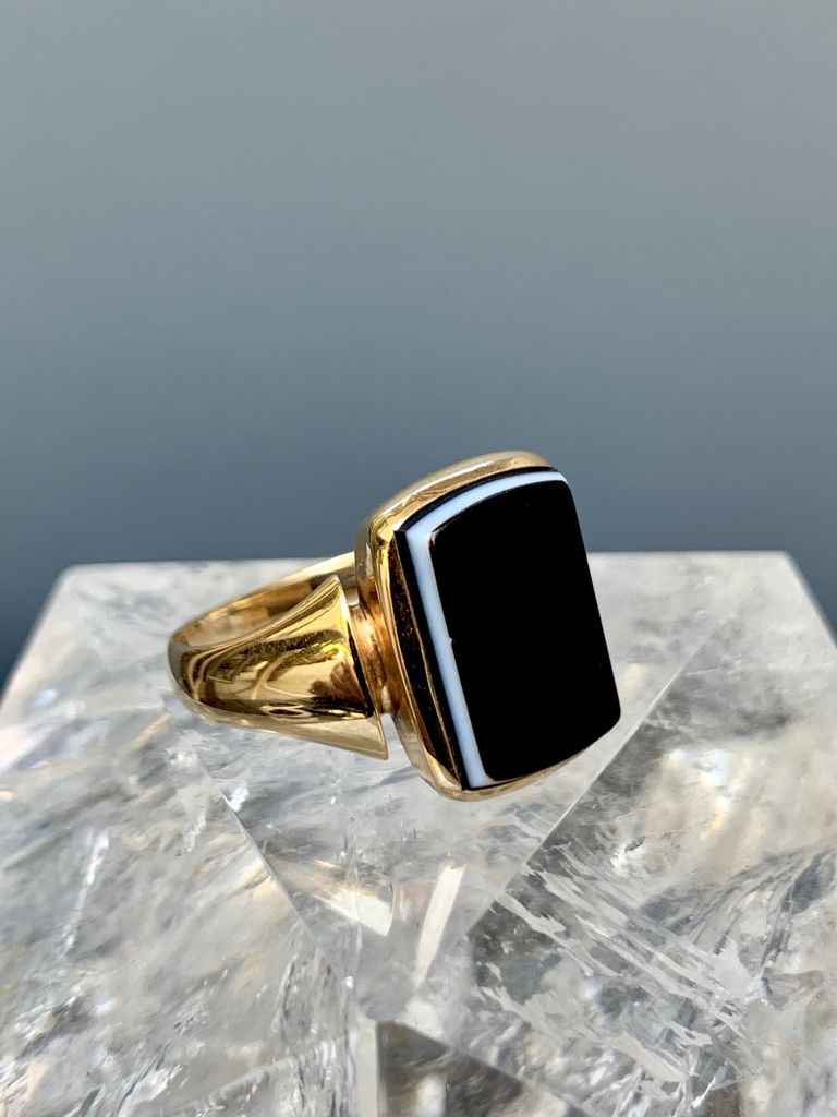 mary ann tiques Vintage Sardonyx Plaque Ring - 14ct Yellow Gold - c1930