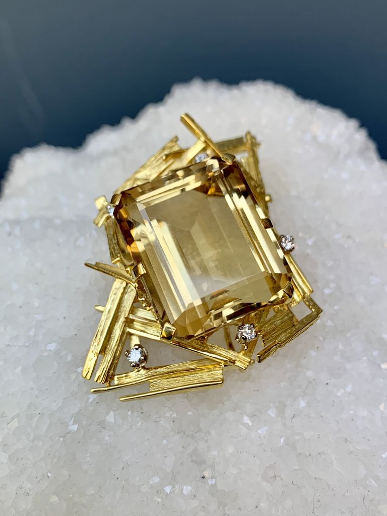 Vintage XL 18ct Yellow Gold, Citrine and Diamond Brooch - 45.7ct Step Cut Quartz and 5 Round Brilliant Cut Diamonds (5=.35ct G-H/VS) - Total Weight 29g - <br /> c1970