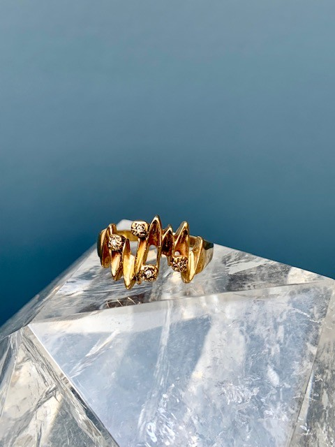 B.M.V.A. Vintage Diamond Dress Ring - 9ct Yellow Gold - Zig Zag with 4 Diamonds - 2.6gm c1970