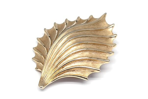 BECKER MINTY Vintage Gold Toned Brooch - Abstract Shell - Signed Trifari c1960