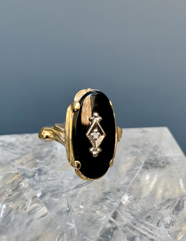 BECKER MINTY Vintage 10ct Yellow Gold, Onyx and Diamond Dress ring - Oval with Central Diamond - Art Nouveau