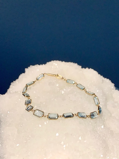 B.M.V.A. Vintage 14ct Yellow Gold and Aquamarine Bracelet - 16 Rectangular Cut Aquamarines 16=8.80ct Total (approx)