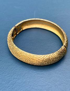 BECKER MINTY Vintage Gold Toned Snake Texture Bangle Signed Monet -  USA