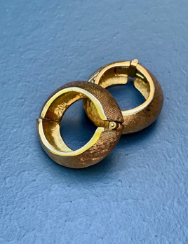 BECKER MINTY Vintage Gold Toned Texured Clip on Earrings  - USA
