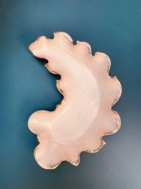 BECKER MINTY Vintage Pink Ceramic Leaf Dish with Gold Speckled Edges - L36xW25 c1950