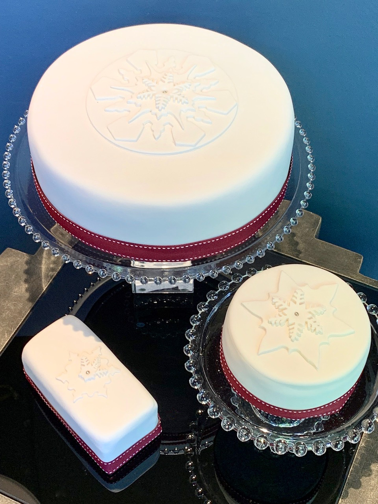 """BECKER MINTY Christmas Cake 2019 - 10"""" Delicious and moist fruit cake - Iced with decoration - Contains nuts - Store pick up only - Please call us on 02 8356 9999 for local delivery options."""
