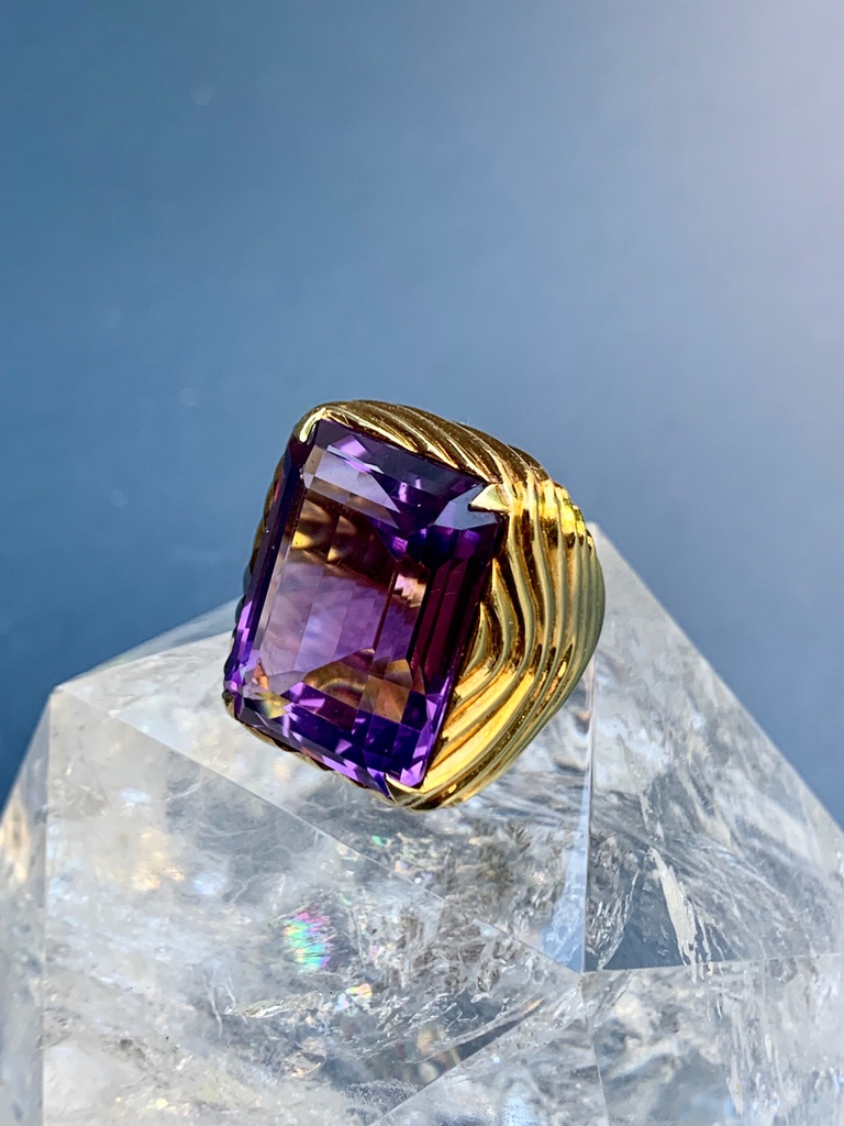 18ct Gold Amethyst Cocktail Ring - Ribbed Mount