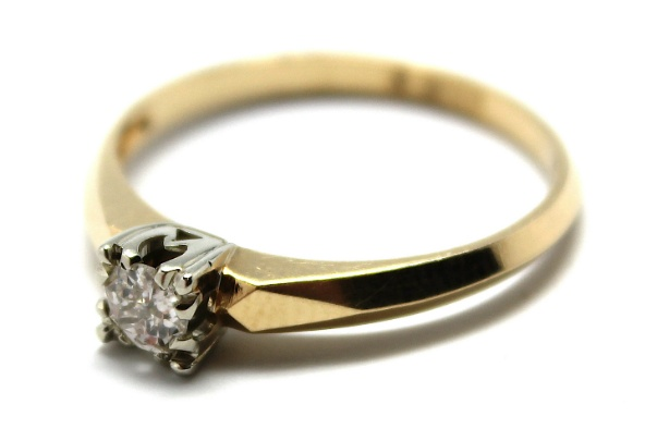 14ct White and Yellow Gold diamond Solitaire ring - claw set with an old mine cut diamond in a 4 split claw white gold collet over a yellow gold shank - D=.19ct H - c1940