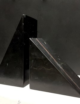 BECKER MINTY BECKER MINTY - DIETER 3D Triangle Book Ends - Black Marble H18xW21xD8cm (in total)