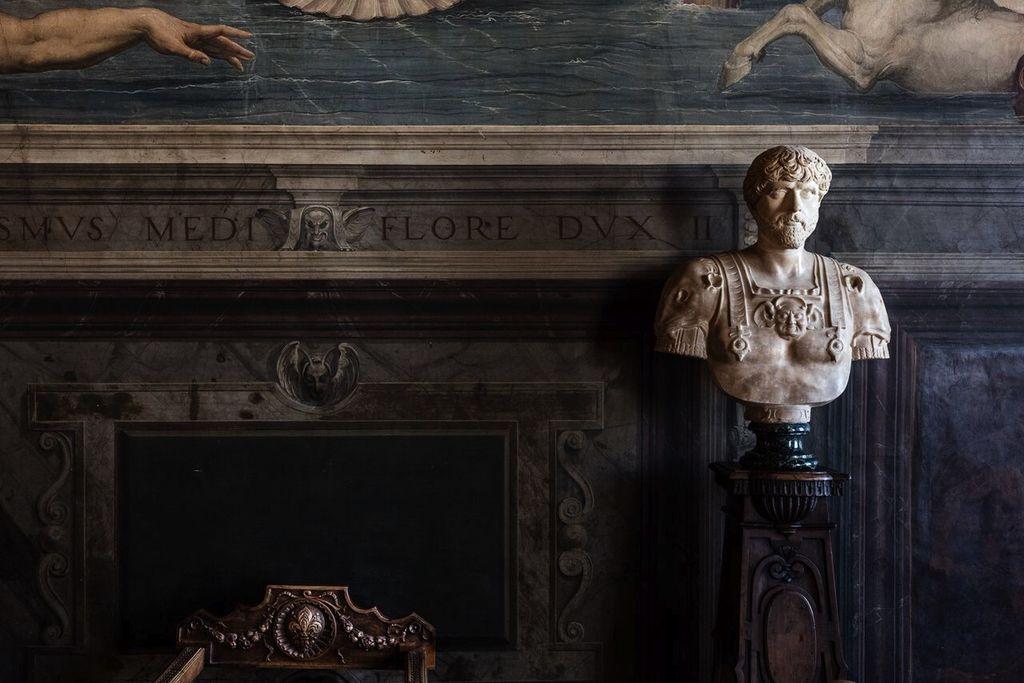 Felix Forest Photograph - (PV1) Palazzo Vecchio I, 2015