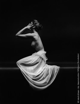 Mark Shaw Photography - Vanity Fair Nude Side