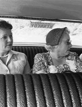Mark Shaw Photography - The Kennedy Campaign 1959. Jackie meets local ladies.