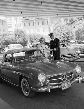 Zsa Zsa Gabor and her 190 SL Mercedes at the Beverly Hills Hotel 1958 - Sid Avery
